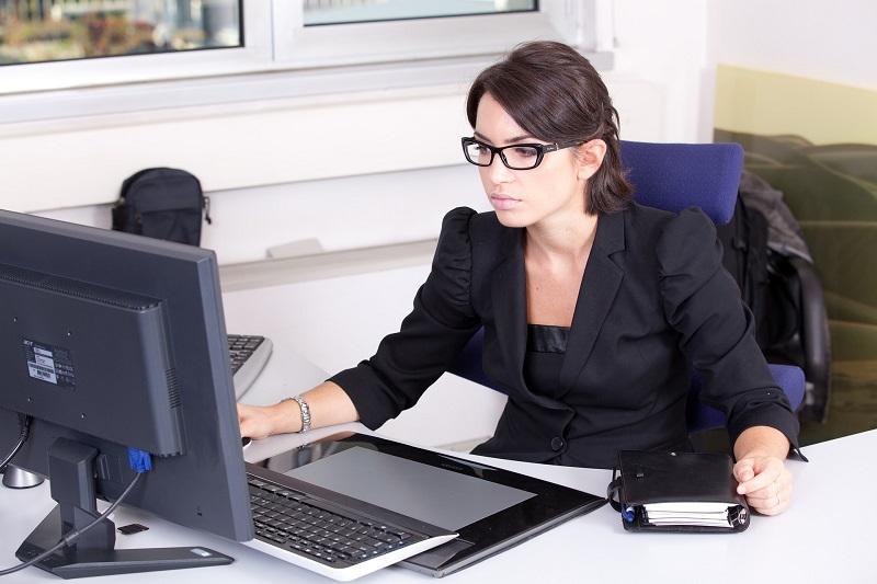 Les avantages financiers d'embaucher une agence d'hôtesse à Paris