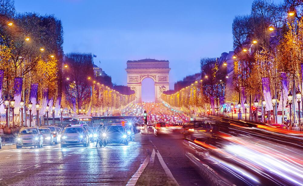 Les Champs-Élysées : quartier emblématique de la ville de Paris