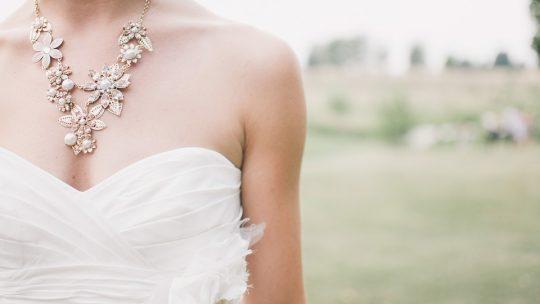 Bijou de fantaisie : Quel collier pour quel style ?