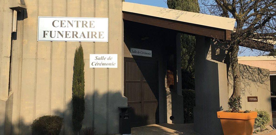 Les décisions difficiles que les familles doivent souvent prendre dans les centres funéraires